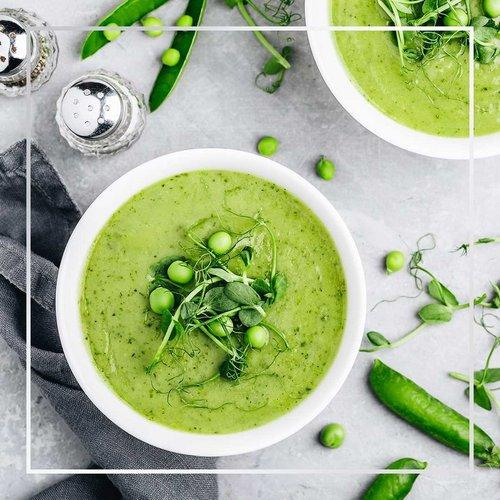 Okusen in enostaven recept za kremasto grahovo juho. 🥣 Se ti že cedijo sline? 😋  👉 Potrebuješ: 1 čebulo, 2 stroka česna,...